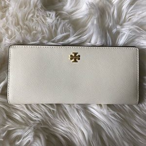Tory Burch • Fold over wallet